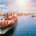 barco-llegando-a-puerto-scaled